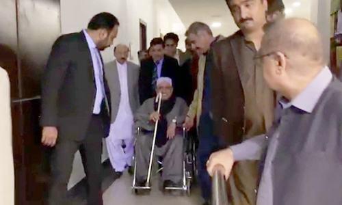 آصف زرداری 6 ماہ بعد نیب حراست سے رہا ہو کر کراچی پہنچ گئے
