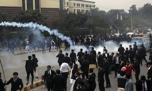 LHC judge reprimands lawyers for 'tarnishing image of fraternity'