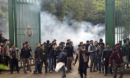 بھارت میں متنازع بل پر ہنگامے: امریکا، برطانیہ کا اپنے شہریوں کیلئے سفری انتباہ