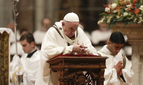 Pope Francis ushers in Christmas with message of 'unconditional love'