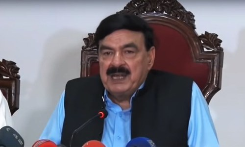 In tit-for-tat move, Sheikh Rashid announces plans for jalsa in Larkana