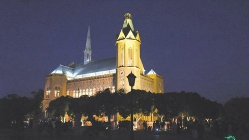 Frere Hall lit up to commemorate Mohammad Ali Jinnah's 143rd birth anniversary