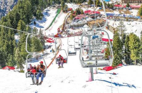 Malam Jabba attracts crowds after snowfall