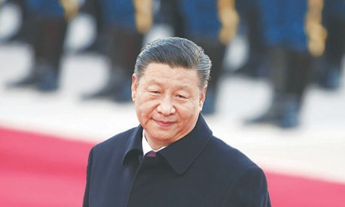 Chinese president turns to financial experts to tame economic risks