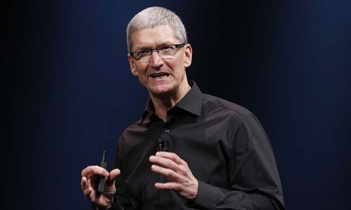 CEO Tim Cook sees pay ebb along with Apple performance