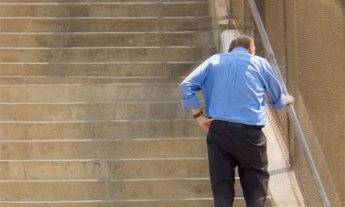 کیا سیڑھیاں چڑھتے ہوئے سانس پھول جانا نارمل ہوتا ہے؟