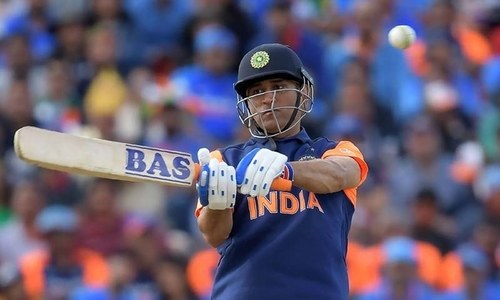 Dhoni denied India contract amid retirement speculations