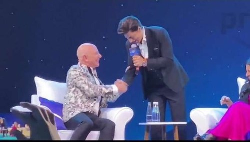 Watch what happened when SRK taught Amazon's Jeff Bezos his iconic dialogue from Don