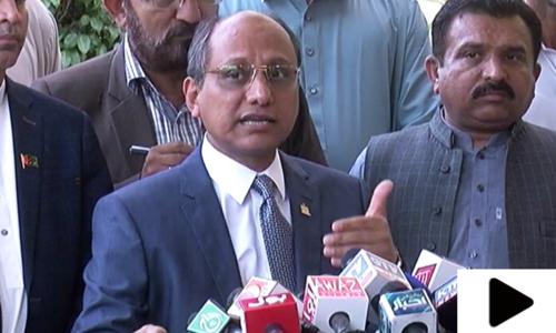 'پولیس افسران صوبائی حکومت کے خلاف سازش کررہے ہیں'