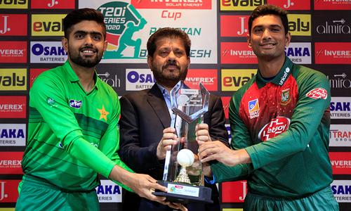 پہلاٹی20: بنگلہ دیش کی ٹاس جیت کر بیٹنگ، پاکستان کے احسن اور حارث کا ڈیبیو