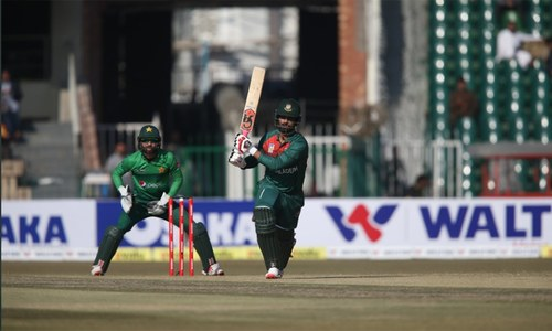 Malik's half-century helps Pakistan win first T20 against Bangladesh