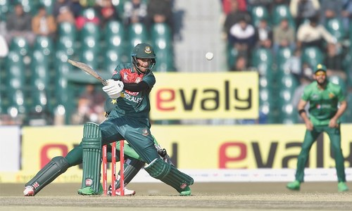Returning Malik inspires Pakistan to victory against BD