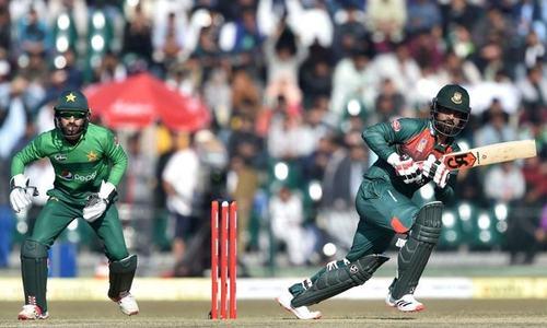 دوسرا ٹی 20 میچ: بنگلہ دیش کے 137 رنز کے ہدف کے تعاقب میں پاکستان کی بیٹنگ