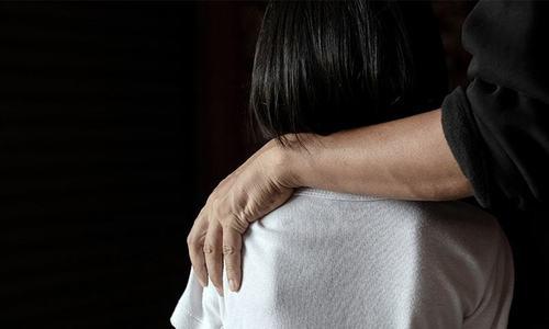 جے یو آئی (ف) کے رہنما پر ریپ متاثرہ بچے کے اہل خانہ کو دھمکانے کا الزام