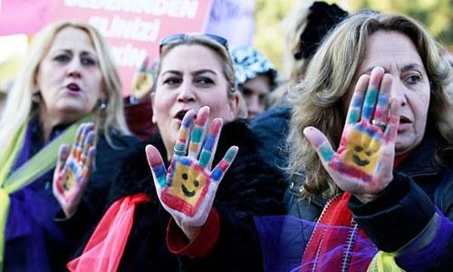 'ریپ' کرنے والے سے متاثرہ خاتون کی شادی کے مجوزہ بل پر ترکی میں مظاہرے