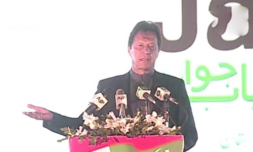 PM Imran hails youth as Pakistan's 'biggest asset', distributes cheques among young entrepreneurs