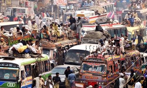 کراچی میں گاڑیوں کی بھرمار مگر ایمبولینس کی قلت