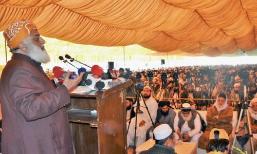 Fazl warns govt against changing seminaries' curriculum