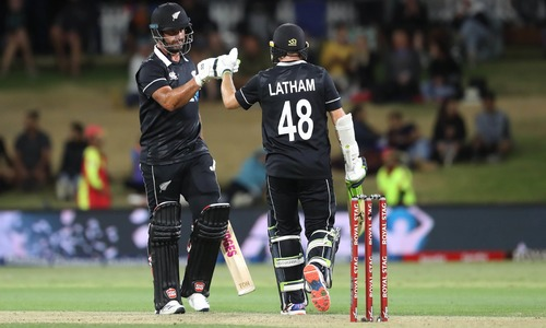 New Zealand beats India by 5 wickets in 3rd ODI, sweeps series