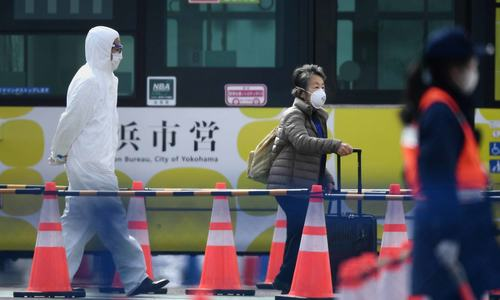 Quarantined passengers disembark ship in Japan; new China coronavirus cases fall