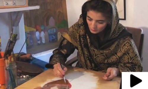 پاکستانی خاتون آرٹسٹ کی مہارت نے دیکھنے والوں کو حیران کردیا