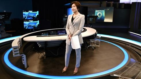 South Korea's first female anchor breaks barriers