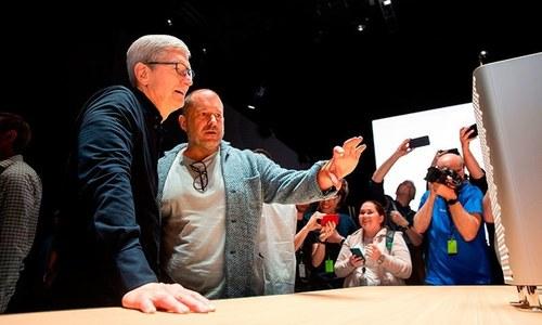 ایپل کے سی ای او ایک بھارتی نژاد شخص کے ہاتھوں ہراساں