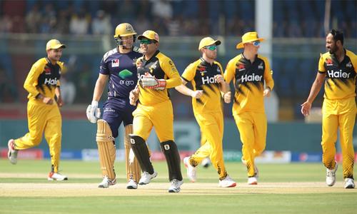 پی ایس ایل: پشاور زلمی کیخلاف گلیڈی ایٹرز کے دو کھلاڑی آؤٹ
