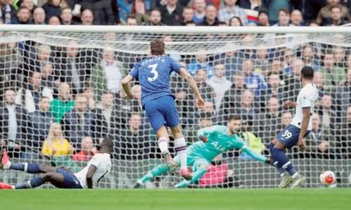 Giroud, Alonso score as Chelsea beat Tottenham 2-1