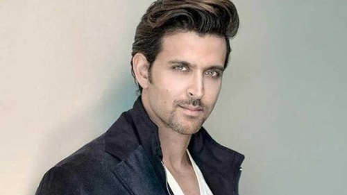 Hrithik Roshan gives pep talk to Pakistani student on Twitter over his stutter