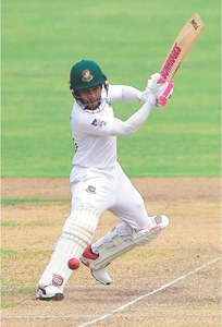 Mushfiqur's double century helps BD take charge