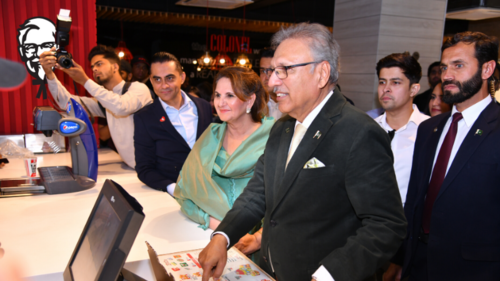 President Arif Alvi visits deaf-run KFC restaurant, appreciates efforts under Mitao Bhook platform
