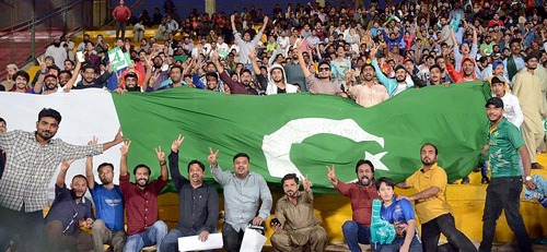 Fans wholeheartedly embrace PSL's first complete edition at home