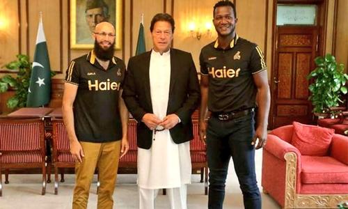 وزیر اعظم سے پشاور زلمی کے کپتان ڈیرن سیمی اور ہاشم آملا کی ملاقات