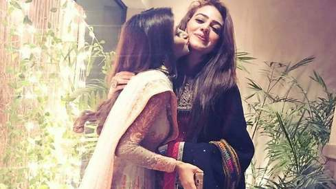 Zara Noor Abbas' note to Sajal Aly is what every girl thinks before her BFF's wedding