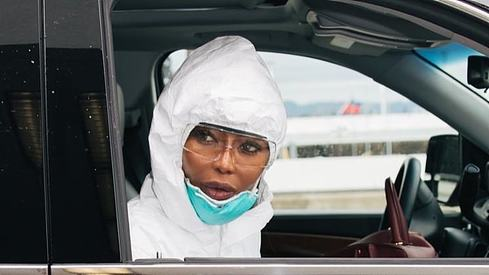 We love how Naomi Campbell is handling this whole coronavirus scare