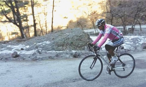 CYCLING: PEDALING UPHILL ON FLATTENED TYRES