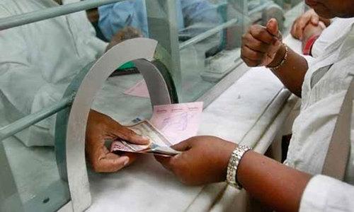 کورونا وائرس: بینکوں کو گھر کی دہلیز پر چیک وصول کرنے کی اجازت