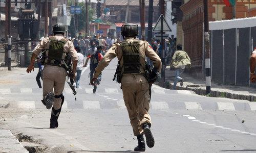 کورونا وائرس: پاکستان کا مقبوضہ کشمیر کے قیدیوں کی رہائی، رکاوٹیں ختم کرنے کا مطالبہ