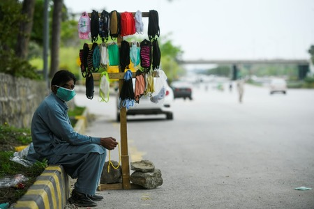 پاکستان میں کورونا وائرس کے باعث سڑکیں صحرا کا منظر پیش کرنے لگیں