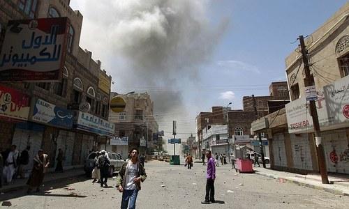 یمن: حوثی باغیوں کے زیر اثر شہر صنعا پر سعودی فوجی اتحاد کے فضائی حملے
