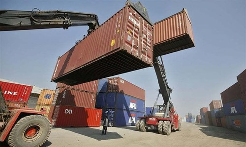 Containers pile up at port as export orders cancelled