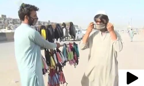 لاک ڈاؤن کے دوران مزدور ماسک تیار کرکے فروخت کرنے لگے