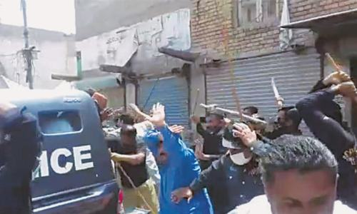 5 policemen injured in clash with lockdown violators in Ratodero