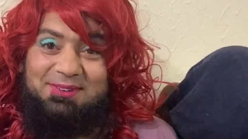 Saqlain Mushtaq gets a makeover from his daughter in isolation