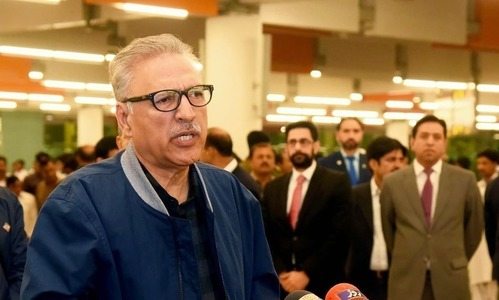 President Alvi earns doctors' ire for wearing N-95 mask