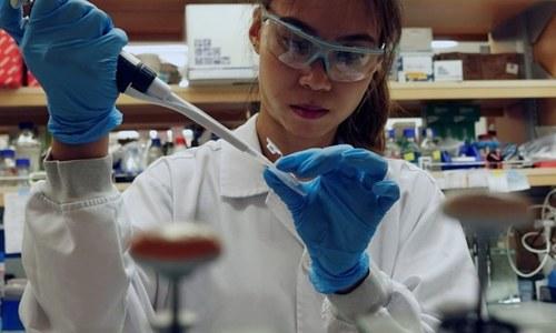 کورونا وائرس کی ویکسین کو ایک سال سے زیادہ عرصہ کیوں لگے گا؟