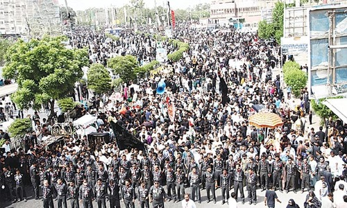 Shia clerics insist on bringing out processions