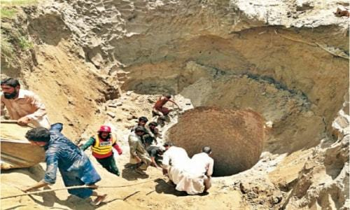 Five labourers die after inhaling poisonous gas in well in Panjgur