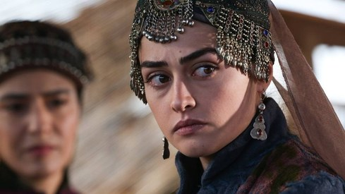 Pakistani fans are moral policing Ertugrul's Esra Bilgic on Instagram